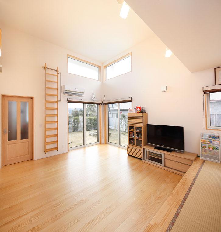小上がりの畳ダイニングは掘りごたつ式に|建築実例201607-03