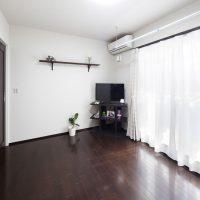 主寝室はダーク色でまとめ、重厚感のある落ち着いた雰囲気に|実例201705