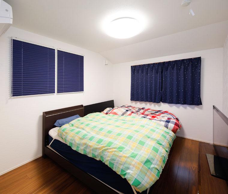 主寝室は床色を変え、落ち着いた空間に|実例201705