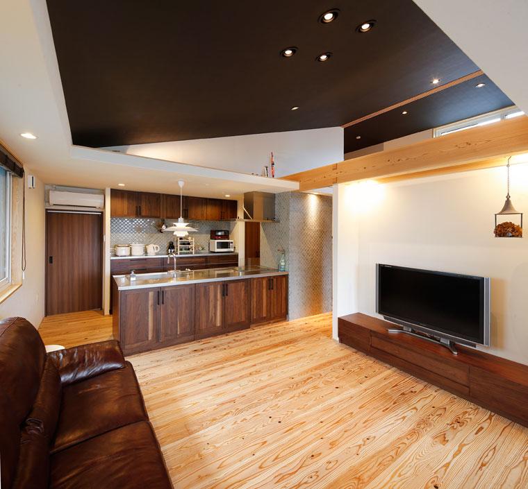 インテリア性にも富んだキッチン|建築実例201707-04