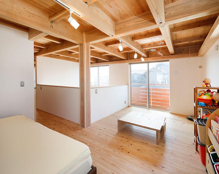 現在は開放的な1ルームだが、将来は2室の子供部屋にもできる 建築実例201802-05