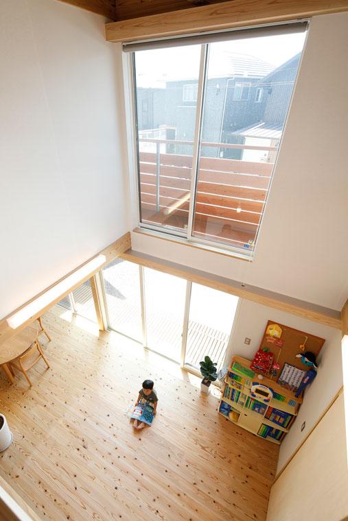 ダイナミックな吹抜けの大空間が家族を繋ぐ 建築実例201802-03