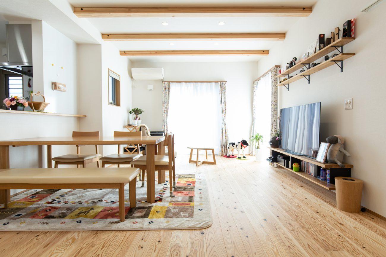 閑静な住宅街に建つ、温かみを感じる居心地のいい住まい