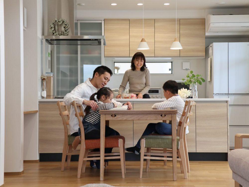 家族の笑顔があふれる明るくナチュラルな住まい